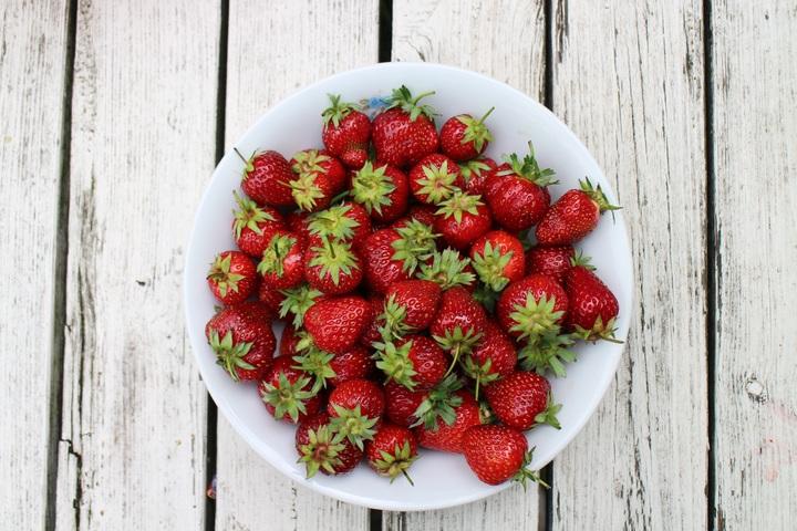 Ansiktsmask, torr hy jordgubbar