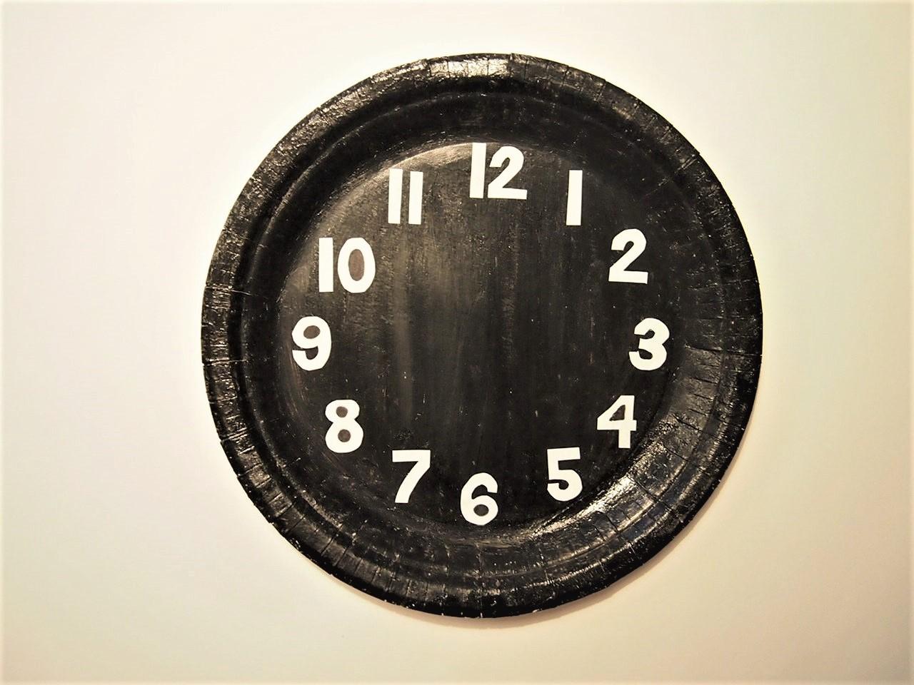 Pyssel, måla papptallrik klocka