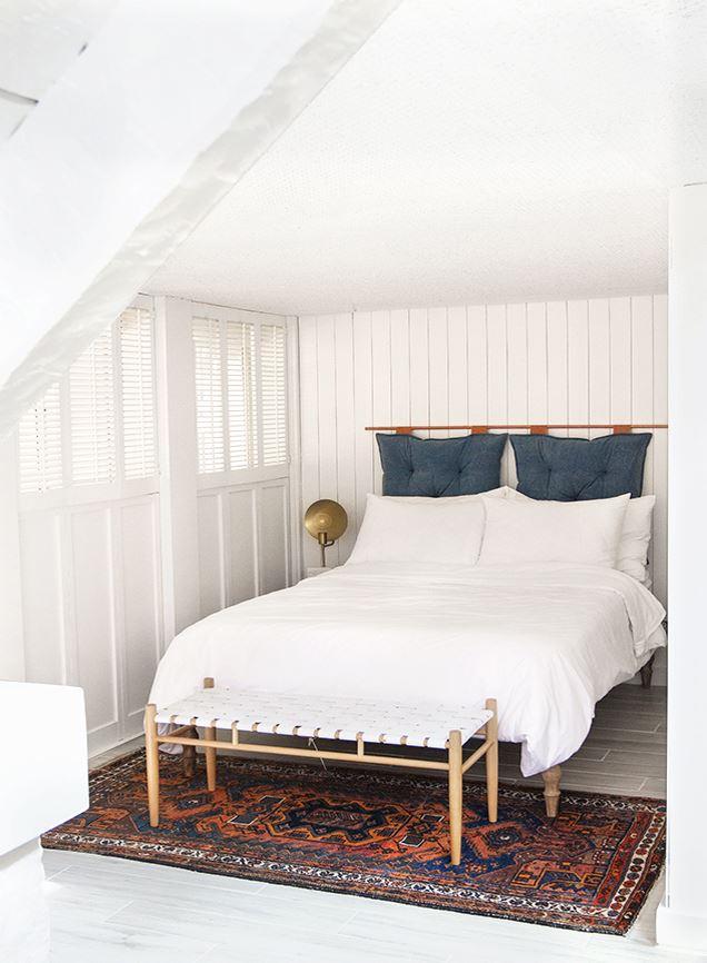 sänggavel av kuddar, sovrum, diy