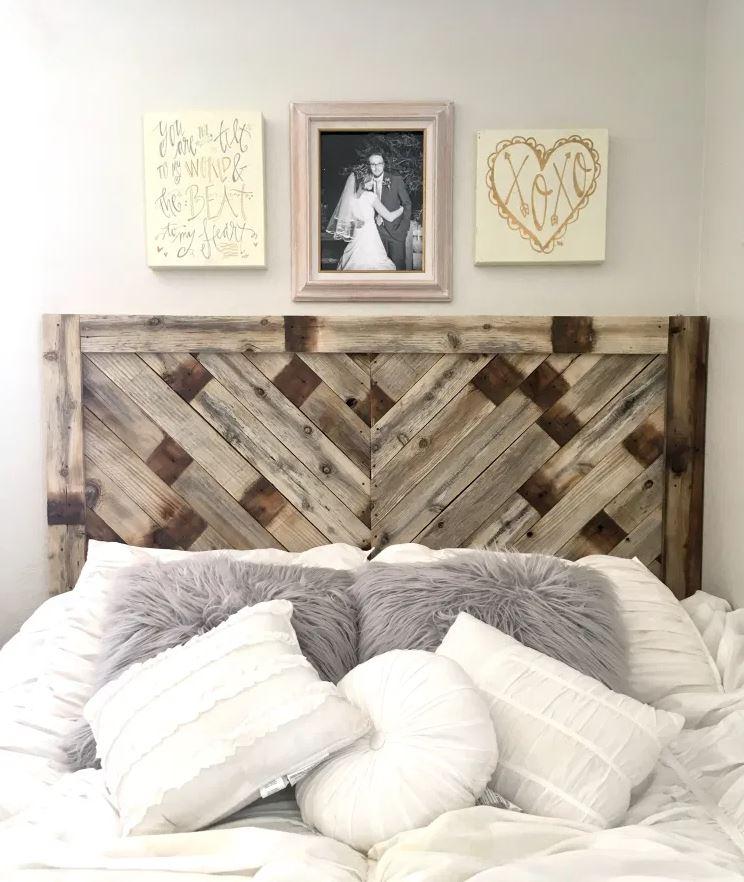 sänggavel av träpall, sovrum